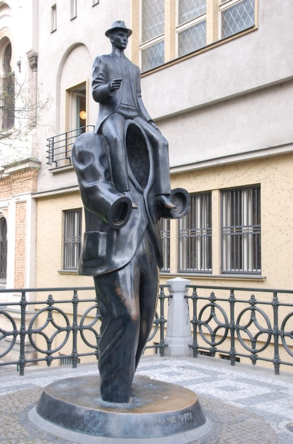 Franz Kafka - Denkmal in Prag - Glarean Magazin