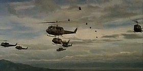 Wagner-Musik beim Massen-Töten - Szene aus F. Coppolas Kult-Film «Apocalypse Now»: Amerikanische Kriegs-Helikopter mähen vietnamesische Zivilisten nieder, zu Klängen des «Walküren-Ritts» (YouTube)