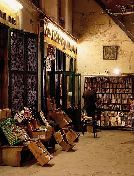 Buch-Illustration: Die alte Buchhandlung «Shakespeare&Company» in St. Germain / Paris