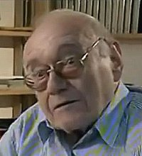 Jahrelang als dilettantischer Provokateur und «Verderber der Jugend» geschmäht, schließlich doch international gefeiert: Ernst Jandl als beispielhaftes «Opfer» wechselhafter literarischer Reputation