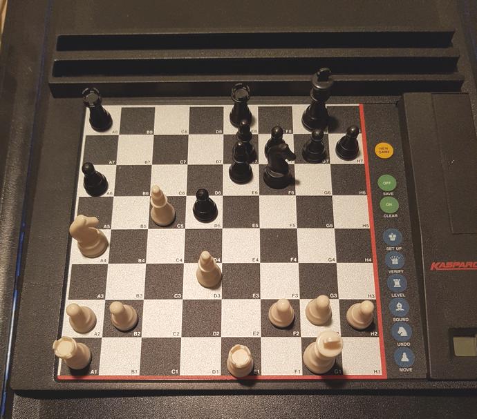 Schachcomputer - Computerschach - Schachstrategie - Fernschach - Schachanalysen - Kasparov-Tischcomputer - Glarean Magazin