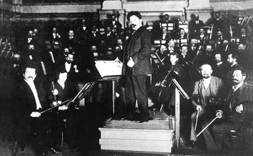 Spielte als erster Beethovens Fünfte auf Tonträger ein: Dirigent Arthur Nikisch mit den Berliner Philharmonikern 1913