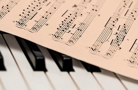 Musik - Instrumente - Musiknoten - Klavier - Notenblatt - Glarean Magazin