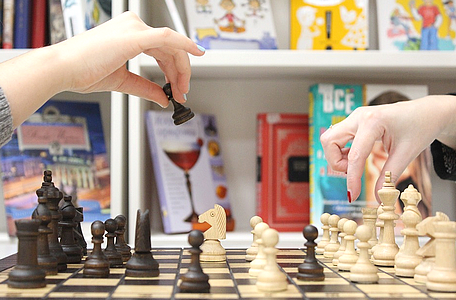 Schachspiel - Schachbrett - Schachfiguren - Schachpartie - Frauenschach - Glarean Magazin